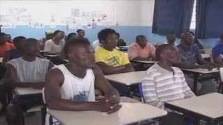 Em Santa Catarina, haitianos aprendem a língua portuguesa - Jornal Futura - Canal Futura