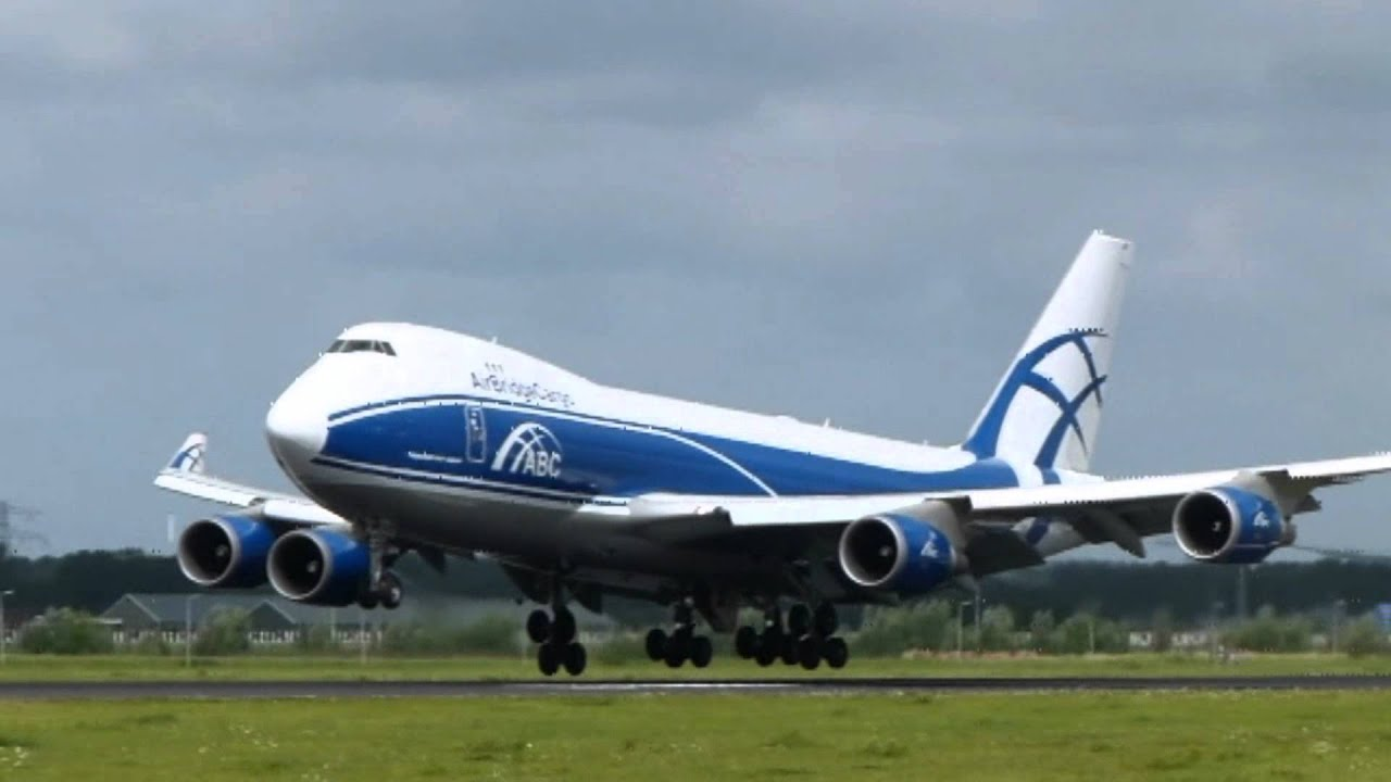Air bridge cargo boeing 747 400 crosswind landing ams for Interieur 747 cargo