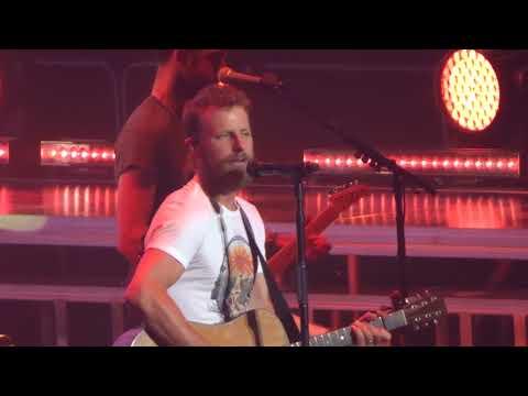 """Dierks Bentley in Kansas City """"Living"""" 6/09/18"""