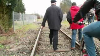Realer Irrsinn: Bahnübergang in Brotdorf | extra 3 | NDR