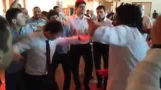 жених и Абдулла Али зажигают на свадьбе в зале розавый фломинго