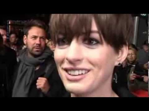 AnneHathaway in premiere the guardian