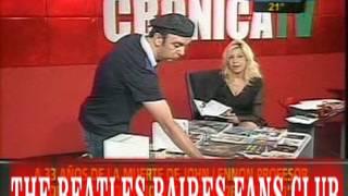Presentando la caja magica de John Lennon en TV.