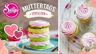 Muttertags Törtchen mit Baiser-Rosen und Erdbeersahne