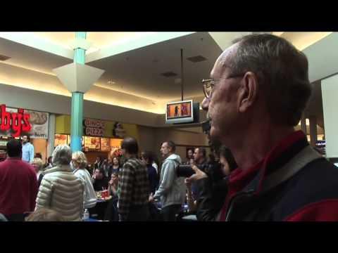 Флэшмоб - выступление церковного хора в торговом центре. 2010г.