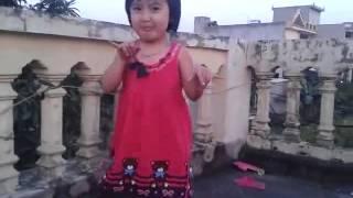 [Baby Dance] Bé gái nhảy trên nền nhạc MTBD - CL (2NE1)