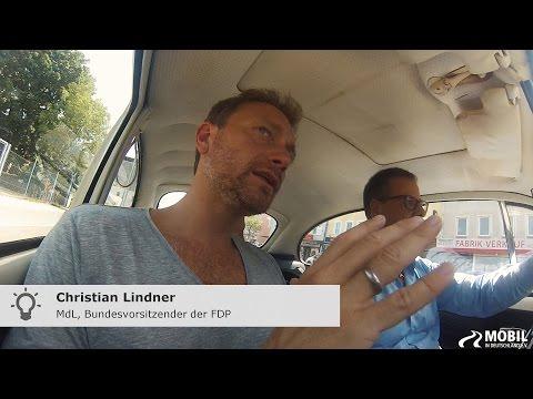 Interview im Käfer - Christian Lindner bringt den Wagen wieder ins Laufen