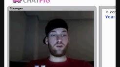 Verwirrter Typ auf ChatPig der in alle Richtungen guckt