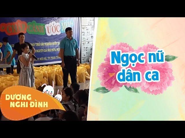 Nghi Đình hát một đoạn trong MV mới tại TP Phan Thiết trong chuyến đi từ thiện cùng Đoàn YBS Q9