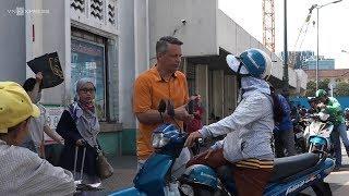 Chị xe ôm nói tiếng Anh ở phố Tây Sài Gòn