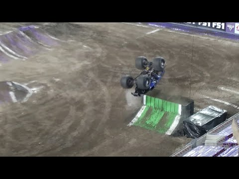 Monster Jam 2018 free style Raymond James Stadium Tampa Bay Florida