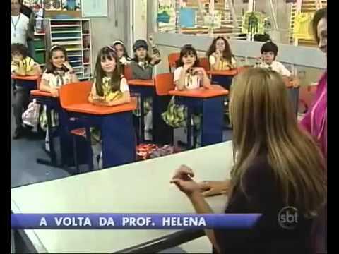 Atriz que viveu professora Helena em Carrossel visita as gravações da versão brasileira do SBT.