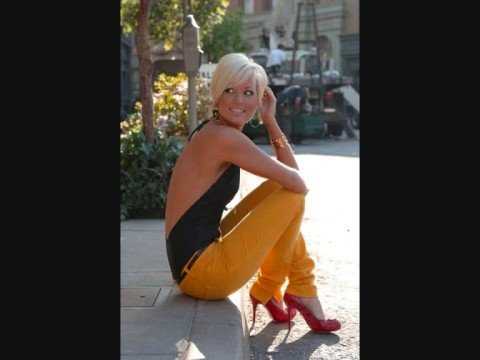 Tami Chynn Feat. Voicemail - Watch Me Wine ( 2oo8 ) - YouTube