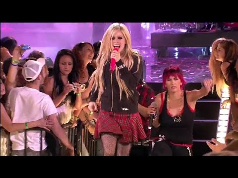 Avril Lavigne - Girlfriend Live At MMVA