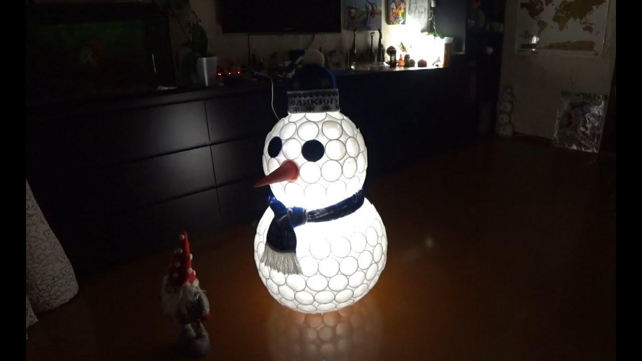 Снеговик из пластиковых стаканчиков маленьких своими руками пошагово фото 245