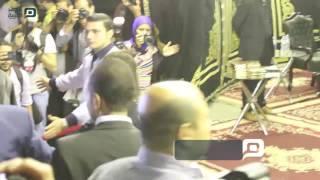 مصر العربية | مني زكي واحمد حلمي في عزاء والدة شريف عرفه