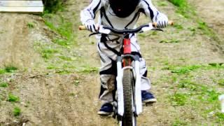 Дети катаются на велосипеде.  Велосипед Детские Kona Велосипеды(Пишут