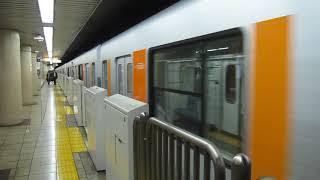 東京メトロ 新木場行きが飯田橋駅を発車