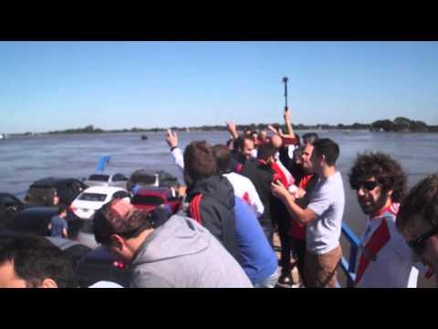 Tiraste gas, abandonaste... River copa hasta los barcos en Paraguay