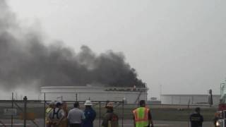 Oil storage tank struck by lightning in Texas City