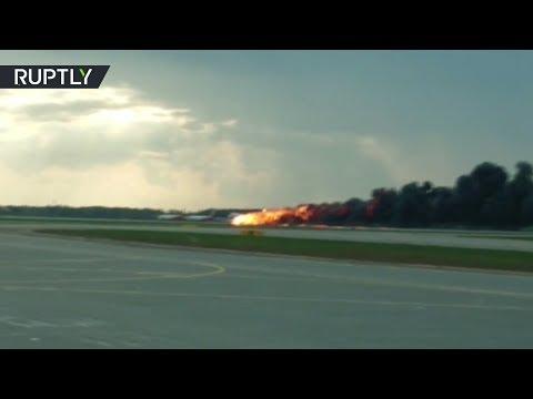 Аварийная посадка горящего самолёта в Шереметьеве — видео