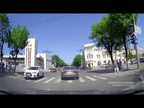 Проезд на запрещающий сигнал светофора на перекрёстке Кирова и Ленина