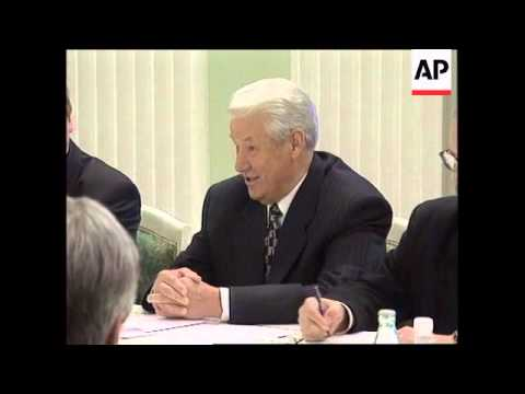 RUSSIA: YELTSIN PRAISES LONDON CLUB FOR RESTRUCTURING DEBT