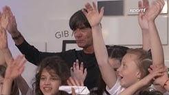 Joachim Löw DFB Trainer gibt Interview für Kinder