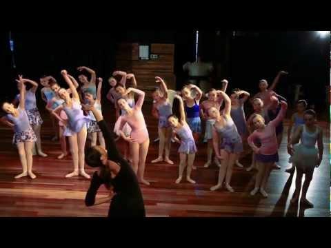 OMG! IT'S A DANCE CLASS! (A Sumo Video) - Far Out Films (AU)