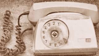 먼지 쌓인 낡은 전화기-신현철