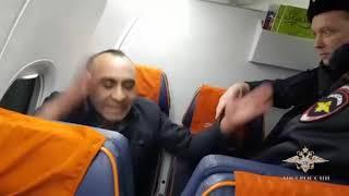 В отношении дебошира с авиарейса Оренбург   Москва возбуждены два уголовных дела