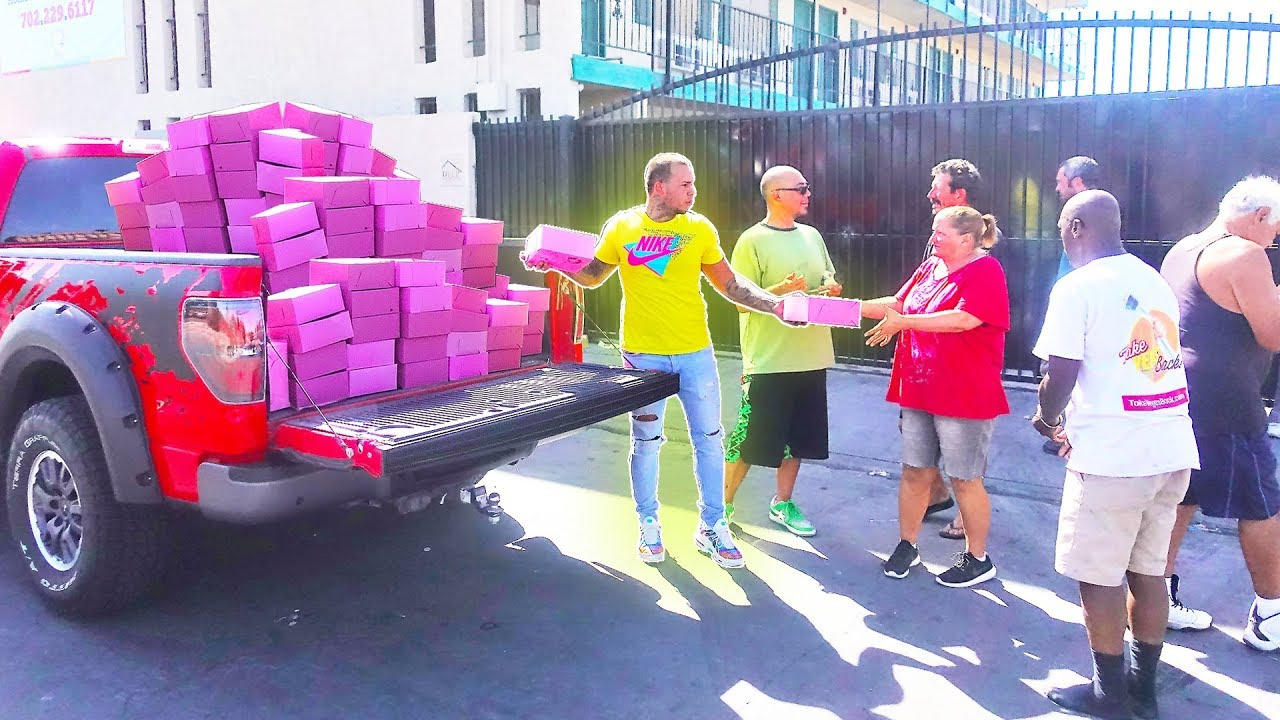 Surprising The Homeless With 10,000 Donuts