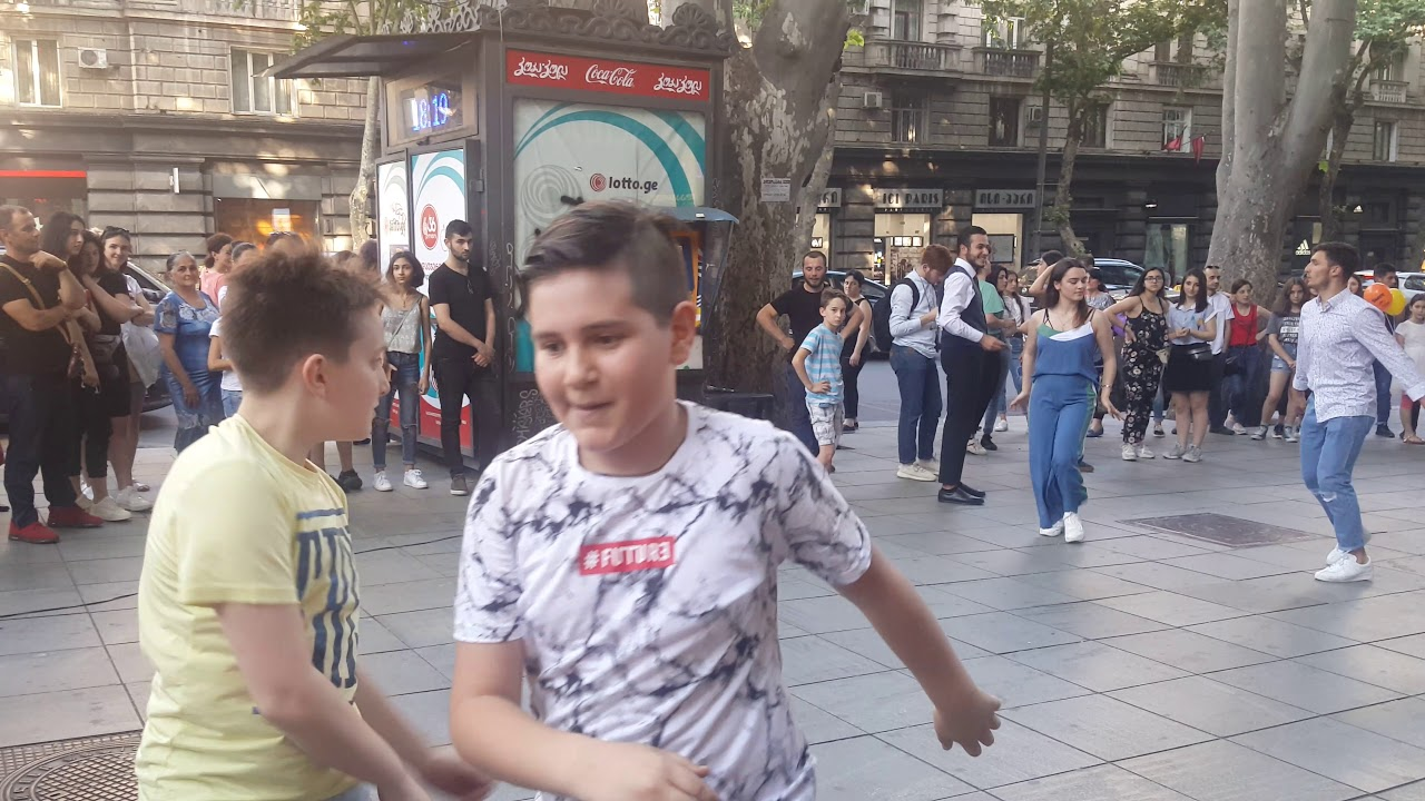 Tbilisi 1062019 Кришнаиты и Танцы в центре Тбилиси 1 июня 2019 საქველმოქმედო კონცერტი