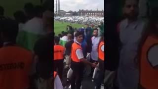 Pakistani supporter bashing Indian players! Shami turns to argue |Pak vs India CT17|