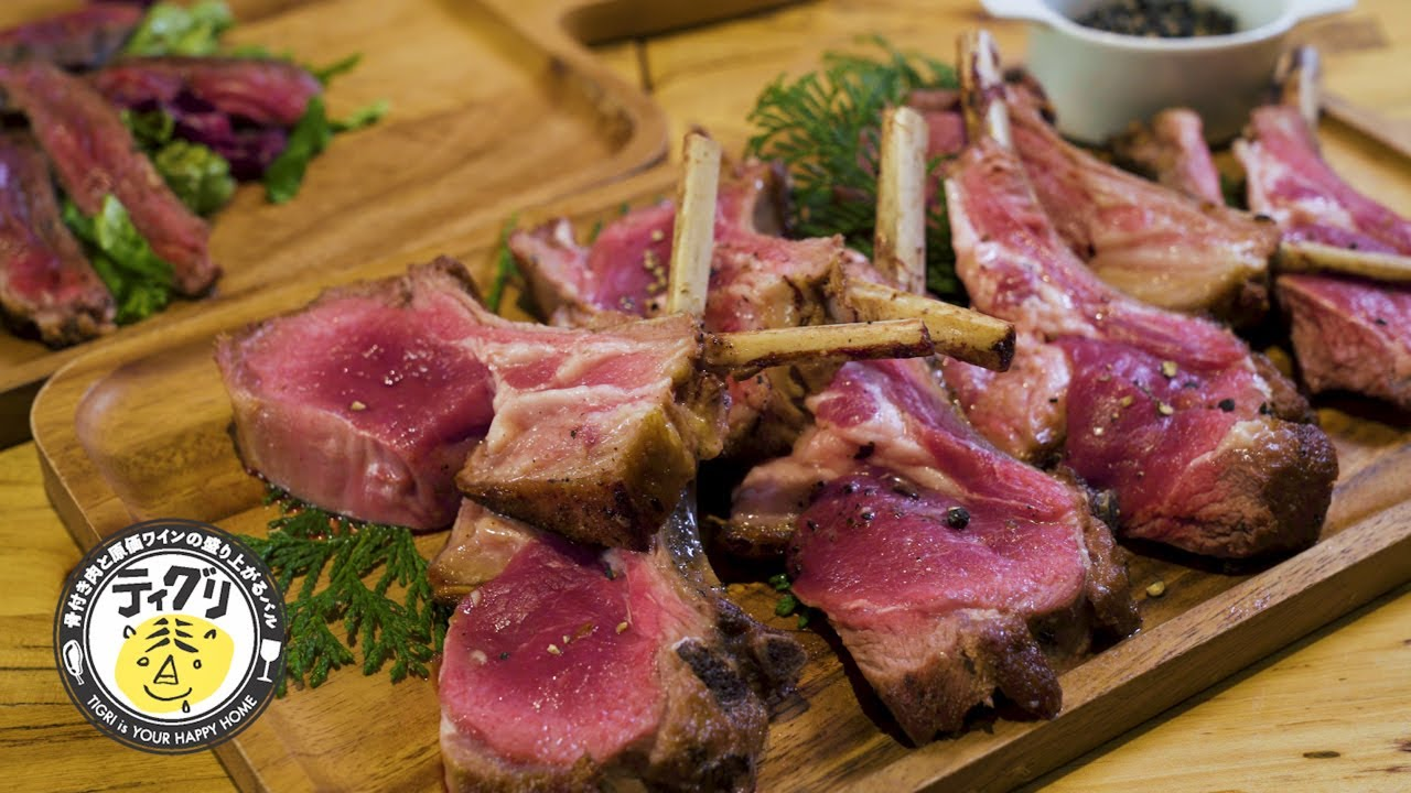 A variety of wines and meat dishes that enhance alcoholic drinks
