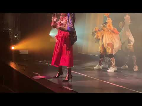 """Download FKA twigs """"Home with you"""" Magdalene Tour Chicago Mp4 baru"""