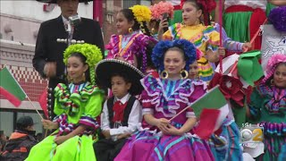 Crowd Turns Out For Mexican Independence Day Parade