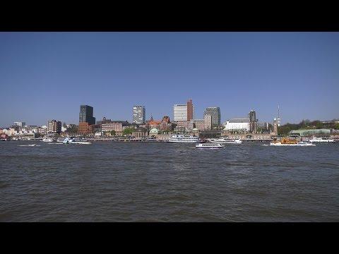 Hamburg, Germany: Hafen (Harbor), Elbe, St. Pauli Skyline - 4K UHD Video (2160p/60p)