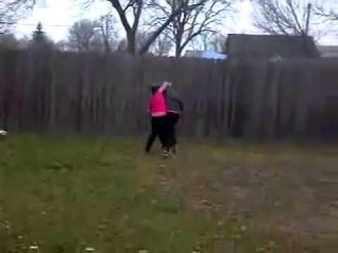 Two girls fighting in backyard - YouTube