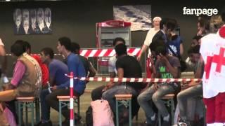 Sbarcati a Genova i 106 migranti salvati a Capo Passero