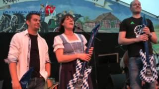 Luftgitarrenwettbewerb auf dem Brokser Heiratsmarkt 2014