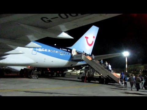 14: Boarding the plane at Rhodes Airport | TOM 7645 - 29th October 2016, [23:00]