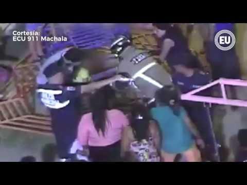 a14531966 Niña quedó atrapada en juego mecánico en Machala - YouTube