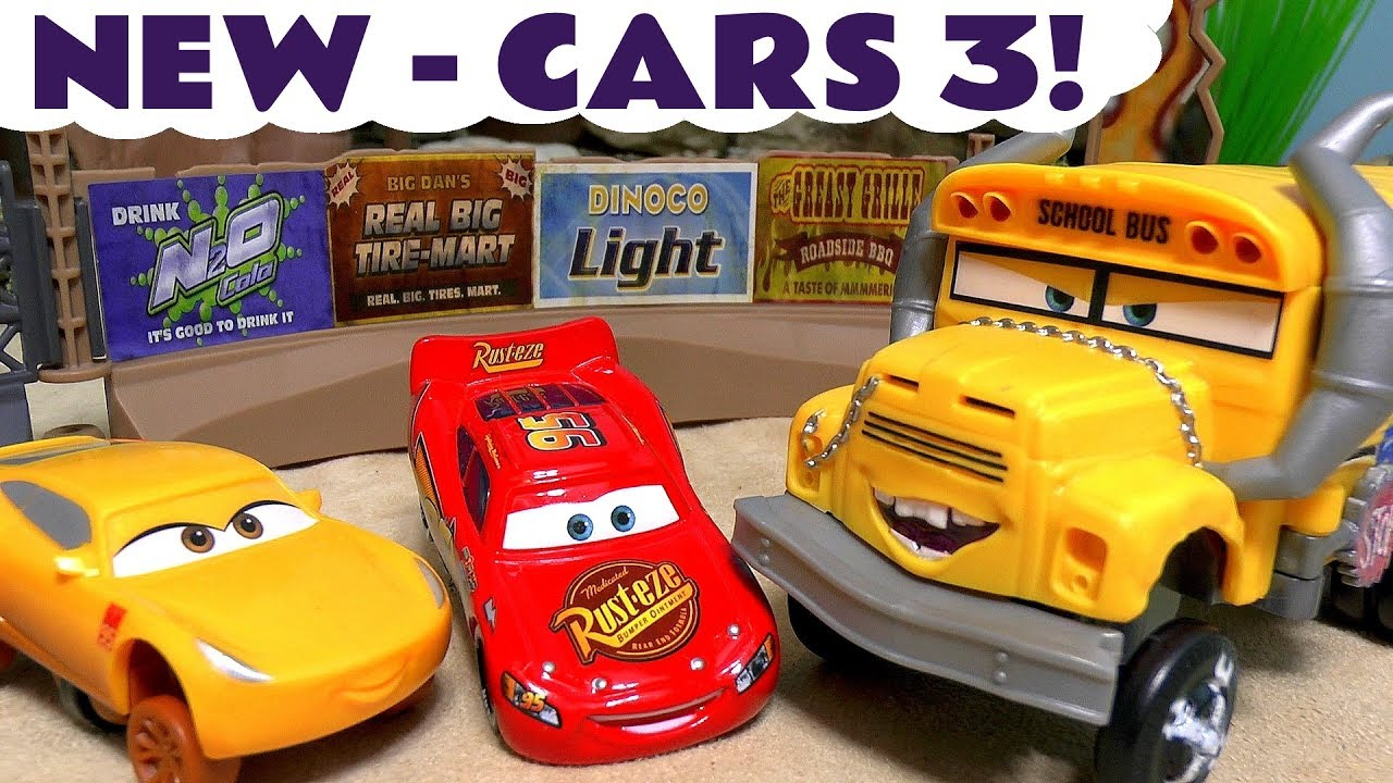 Cars 3 toys disney pixar lightning mcqueen cruz ramirez for Three jackson toy