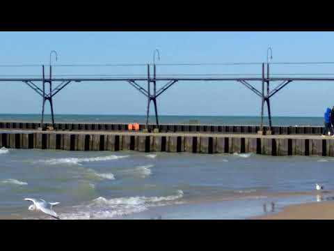 South Haven Lighthouse in 4k
