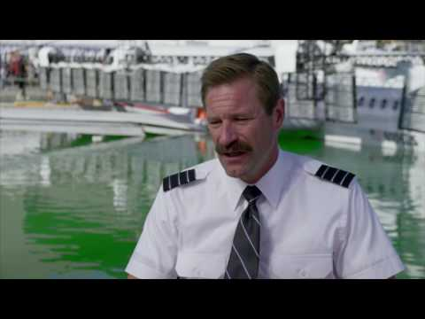 """Sully: Aaron Eckhart """"Jeff Skiles"""" Behind the Scenes Movie Interview"""
