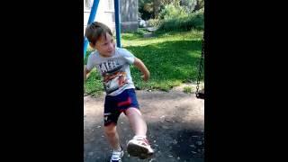 Учится карате Лёня(, 2015-08-07T04:10:08.000Z)