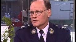 Mikko Paatero  lakkauttamassa LP:tä v.2001