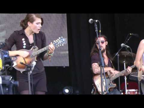 Larkin Poe - Wade In The Water (Cropredy Festival 2012, 10/08/2012)