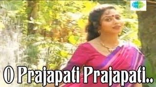 O Prajapati Prajapati Pakhna Melo | Bengali Song | Lata Mangeshkar